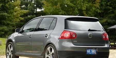 Motor vehicle, Tire, Automotive design, Blue, Daytime, Vehicle, Land vehicle, Car, Rim, Red,