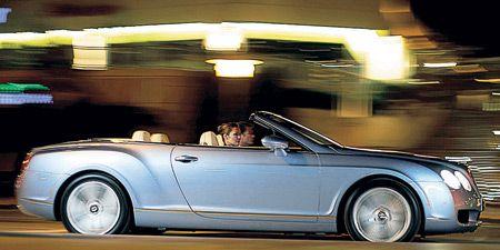 Tire, Wheel, Mode of transport, Automotive design, Vehicle, Land vehicle, Transport, Car, Automotive lighting, Vehicle door,
