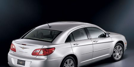 Tire, Wheel, Mode of transport, Automotive design, Vehicle, Automotive mirror, Automotive lighting, Automotive tail & brake light, Land vehicle, Automotive tire,