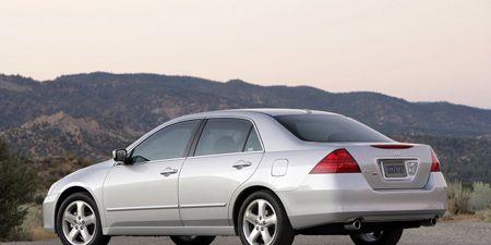 Tire, Wheel, Mode of transport, Automotive design, Vehicle, Alloy wheel, Window, Land vehicle, Rim, Automotive tire,
