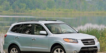 Tire, Wheel, Automotive mirror, Daytime, Vehicle, Natural environment, Glass, Automotive tire, Land vehicle, Automotive lighting,