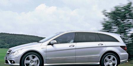 Tire, Wheel, Mode of transport, Automotive design, Automotive tire, Vehicle, Transport, Alloy wheel, Automotive mirror, Land vehicle,