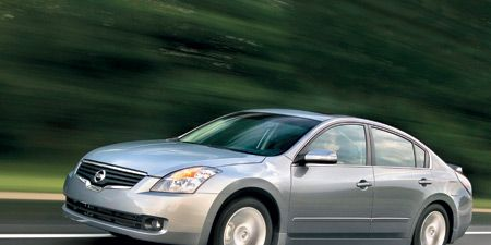 Tire, Mode of transport, Automotive mirror, Automotive design, Vehicle, Automotive lighting, Product, Glass, Transport, Land vehicle,