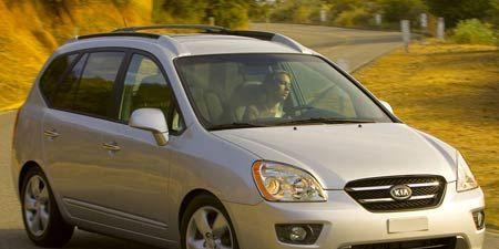 Tire, Motor vehicle, Wheel, Automotive mirror, Mode of transport, Daytime, Vehicle, Transport, Land vehicle, Glass,