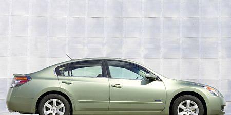 Tire, Wheel, Motor vehicle, Mode of transport, Vehicle, Transport, Automotive design, Alloy wheel, Car, Rim,