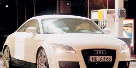 Tire, Mode of transport, Automotive design, Automotive mirror, Vehicle, Transport, Land vehicle, Vehicle registration plate, Car, Rim,