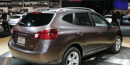 Tire, Wheel, Motor vehicle, Mode of transport, Automotive design, Land vehicle, Automotive mirror, Vehicle, Automotive tire, Transport,