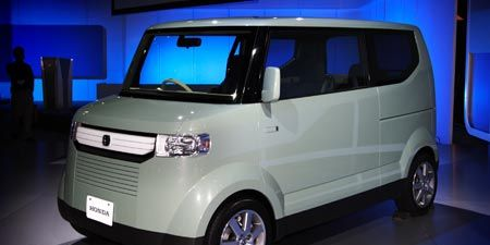 Motor vehicle, Tire, Wheel, Automotive mirror, Mode of transport, Automotive design, Transport, Automotive exterior, Vehicle, Land vehicle,