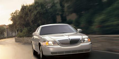Mode of transport, Automotive design, Vehicle, Road, Land vehicle, Automotive lighting, Automotive parking light, Infrastructure, Car, Automotive mirror,