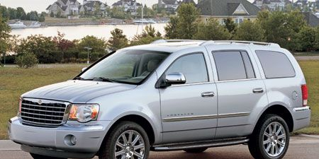 Tire, Wheel, Motor vehicle, Automotive tire, Vehicle, Automotive mirror, Window, Glass, Land vehicle, Transport,