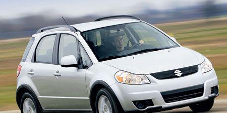Tire, Wheel, Motor vehicle, Automotive mirror, Automotive design, Vehicle, Daytime, Land vehicle, Automotive tire, Transport,