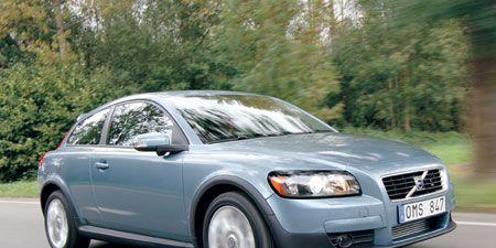 Motor vehicle, Tire, Road, Vehicle, Automotive tire, Transport, Automotive lighting, Land vehicle, Headlamp, Hood,