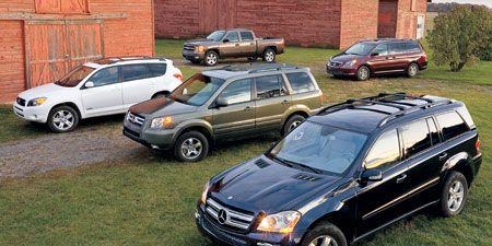 Tire, Wheel, Vehicle, Land vehicle, Automotive parking light, Automotive tire, Car, Rim, Automotive lighting, Fender,