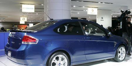 Tire, Wheel, Automotive design, Alloy wheel, Vehicle, Rim, Automotive tire, Car, Automotive wheel system, Automotive lighting,