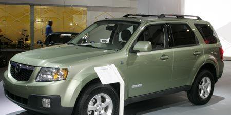 Tire, Motor vehicle, Wheel, Automotive tire, Vehicle, Transport, Glass, Land vehicle, Automotive exterior, Automotive lighting,