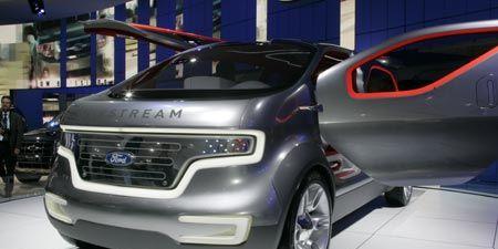 Motor vehicle, Mode of transport, Automotive design, Vehicle, Transport, Car, Grille, Headlamp, Automotive mirror, Fender,