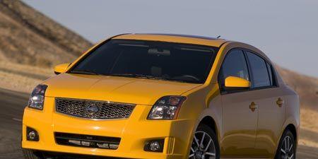Tire, Wheel, Motor vehicle, Mode of transport, Automotive design, Transport, Daytime, Vehicle, Yellow, Automotive mirror,
