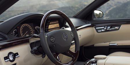 Motor vehicle, Steering part, Mode of transport, Steering wheel, Automotive mirror, Vehicle, White, Vehicle door, Car, Car seat,