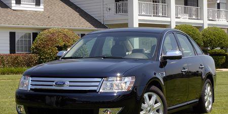 Tire, Wheel, Motor vehicle, Automotive mirror, Daytime, Vehicle, Window, Glass, Automotive lighting, Land vehicle,