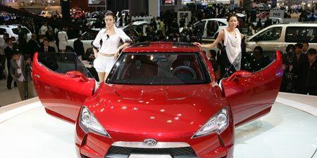 Automotive design, Vehicle, Event, Land vehicle, Car, Grille, Hood, Auto show, Bumper, Automotive mirror,