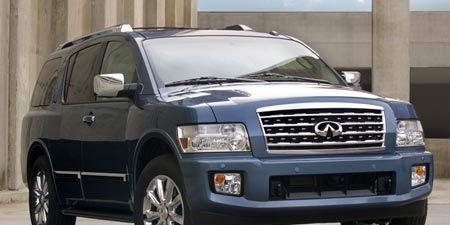 Tire, Motor vehicle, Wheel, Automotive mirror, Automotive tire, Mode of transport, Transport, Vehicle, Automotive design, Glass,