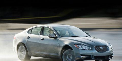 Tire, Vehicle, Automotive design, Land vehicle, Infrastructure, Car, Hood, Automotive lighting, Headlamp, Automotive mirror,