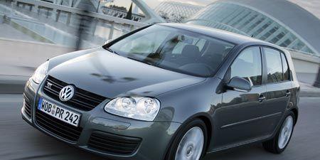 Motor vehicle, Automotive mirror, Mode of transport, Automotive design, Vehicle, Hood, Land vehicle, Headlamp, Glass, Automotive tire,