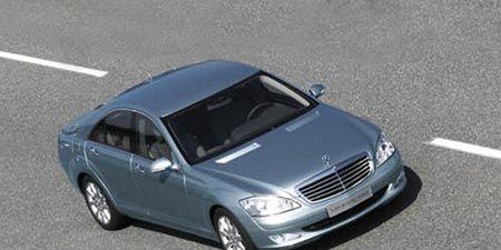 Mode of transport, Automotive design, Road, Vehicle, Transport, Automotive tire, Road surface, Hood, Asphalt, Infrastructure,