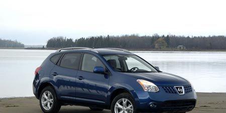 Tire, Motor vehicle, Wheel, Automotive mirror, Mode of transport, Nature, Automotive tire, Blue, Daytime, Vehicle,