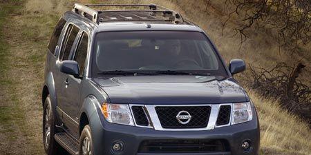 Tire, Motor vehicle, Wheel, Mode of transport, Automotive tire, Automotive exterior, Vehicle, Daytime, Natural environment, Land vehicle,