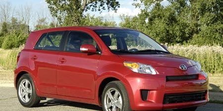 Tire, Wheel, Motor vehicle, Automotive mirror, Automotive design, Vehicle, Land vehicle, Transport, Car, Vehicle door,