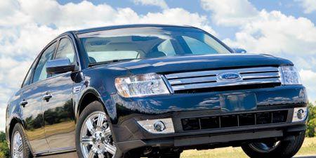 Tire, Wheel, Motor vehicle, Automotive tire, Automotive mirror, Mode of transport, Automotive design, Daytime, Vehicle, Product,