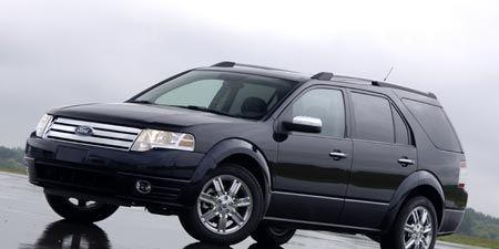 Tire, Wheel, Automotive tire, Automotive mirror, Mode of transport, Vehicle, Transport, Automotive design, Automotive exterior, Land vehicle,