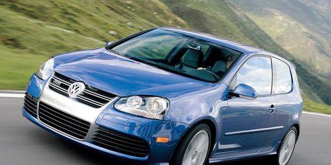 Automotive design, Blue, Vehicle, Land vehicle, Automotive mirror, Car, Rim, Hood, Alloy wheel, Grille,
