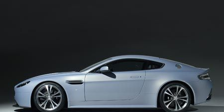 Tire, Wheel, Motor vehicle, Mode of transport, Automotive design, Vehicle, Rim, Automotive tire, Automotive lighting, Car,