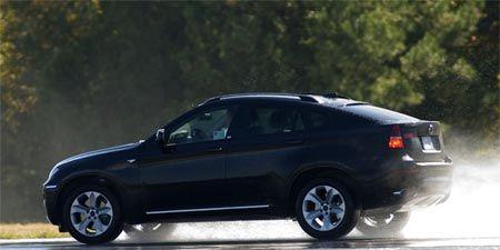 Tire, Wheel, Automotive tire, Automotive design, Vehicle, Alloy wheel, Automotive wheel system, Rim, Car, Automotive lighting,