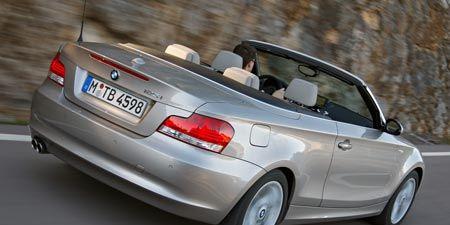 Tire, Wheel, Mode of transport, Automotive design, Automotive mirror, Vehicle, Land vehicle, Automotive exterior, Automotive tail & brake light, Automotive parking light,