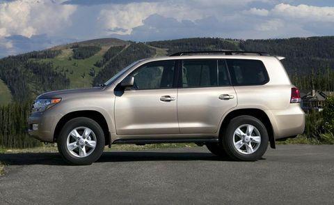 Tire, Wheel, Automotive mirror, Vehicle, Automotive tire, Land vehicle, Glass, Infrastructure, Rim, Car,