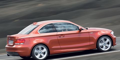 Tire, Wheel, Automotive design, Automotive tail & brake light, Vehicle, Alloy wheel, Automotive tire, Rim, Automotive lighting, Car,
