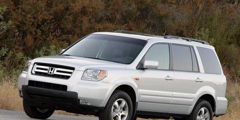 Tire, Wheel, Motor vehicle, Automotive tire, Vehicle, Daytime, Automotive mirror, Land vehicle, Automotive design, Transport,