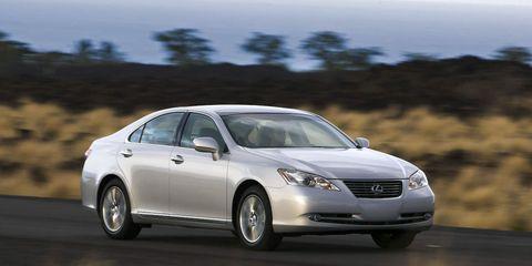 Tire, Wheel, Automotive design, Automotive mirror, Vehicle, Land vehicle, Infrastructure, Road, Car, Rim,
