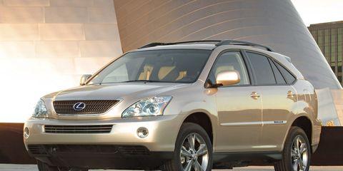 Tire, Motor vehicle, Wheel, Automotive tire, Automotive mirror, Daytime, Automotive design, Vehicle, Glass, Automotive lighting,