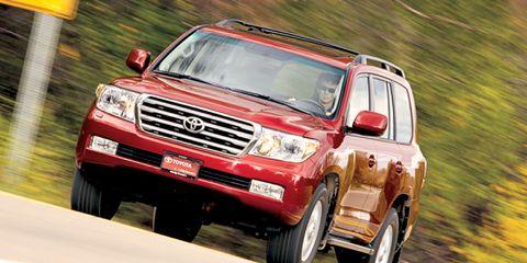 Tire, Wheel, Automotive tire, Automotive design, Vehicle, Land vehicle, Automotive exterior, Automotive parking light, Car, Rim,