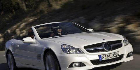 Tire, Mode of transport, Automotive design, Vehicle, Hood, Automotive mirror, Mercedes-benz, Car, Performance car, Grille,