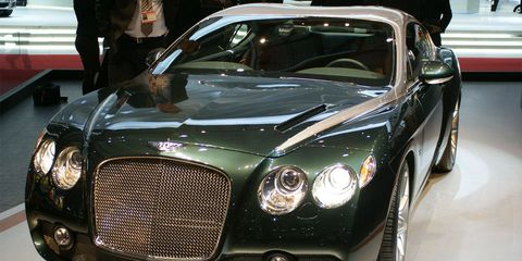 Automotive design, Vehicle, Event, Land vehicle, Grille, Car, Headlamp, Automotive lighting, Personal luxury car, Fender,