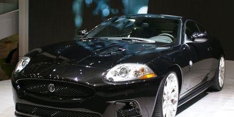 Automotive design, Vehicle, Land vehicle, Car, Automotive lighting, Headlamp, Rim, Automotive tire, Grille, Hood,