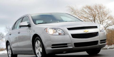 Tire, Motor vehicle, Wheel, Automotive mirror, Daytime, Automotive design, Vehicle, Transport, Headlamp, Automotive lighting,