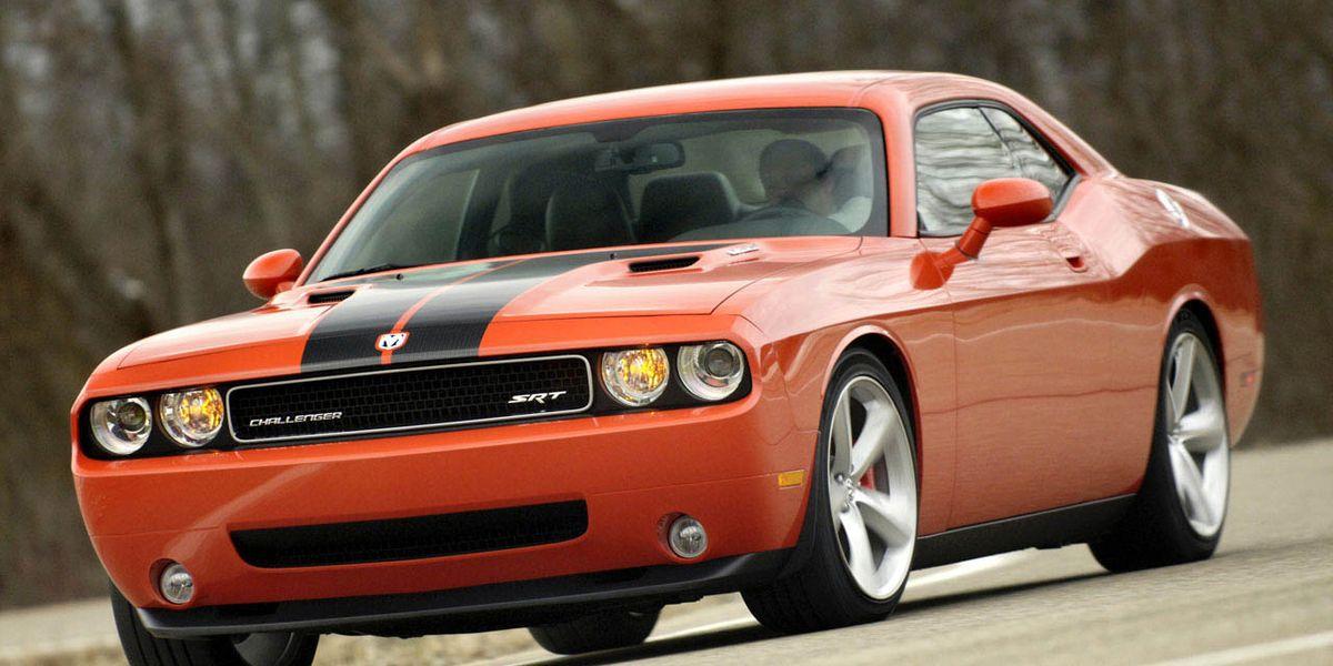 2008 Dodge Challenger SRT8: Robustly Retro