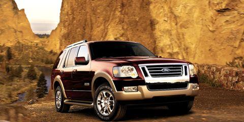 Tire, Motor vehicle, Wheel, Automotive tire, Automotive design, Vehicle, Land vehicle, Transport, Hood, Automotive mirror,
