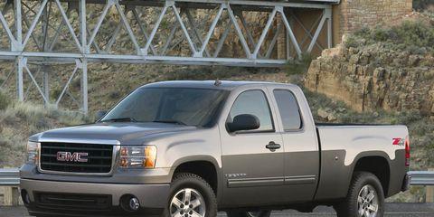 Tire, Wheel, Motor vehicle, Automotive tire, Vehicle, Window, Land vehicle, Automotive design, Glass, Automotive parking light,